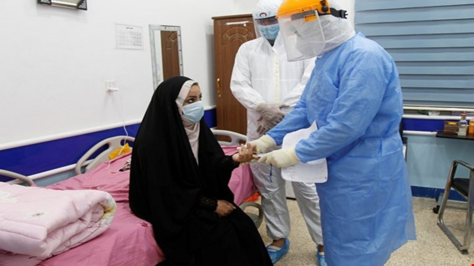 عمليات فحص للمواطنين من الاصابة بوباء كورونا في العراق