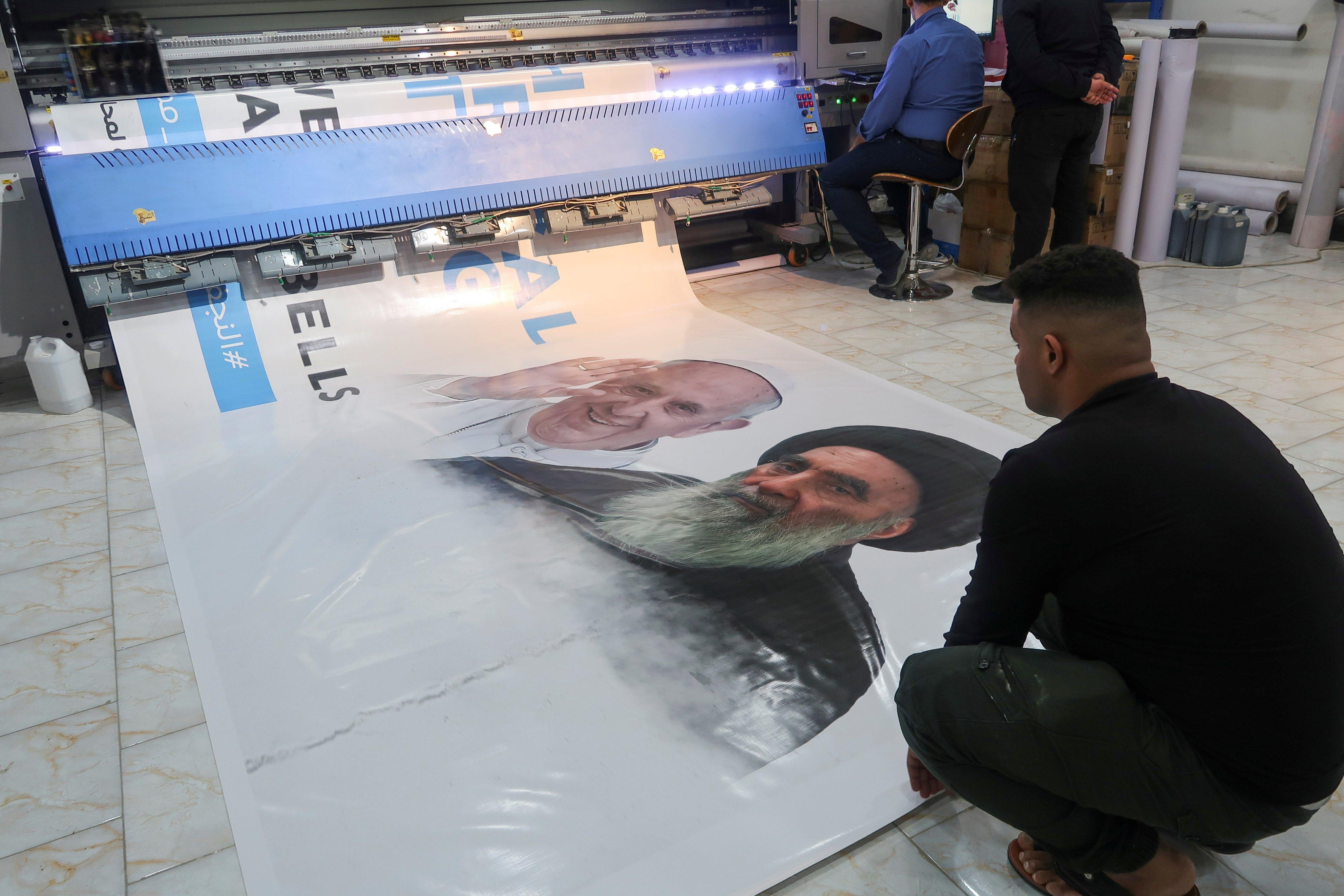 ملصق عن زيارة البابا للعراق واجتماعه مع السيستاني
