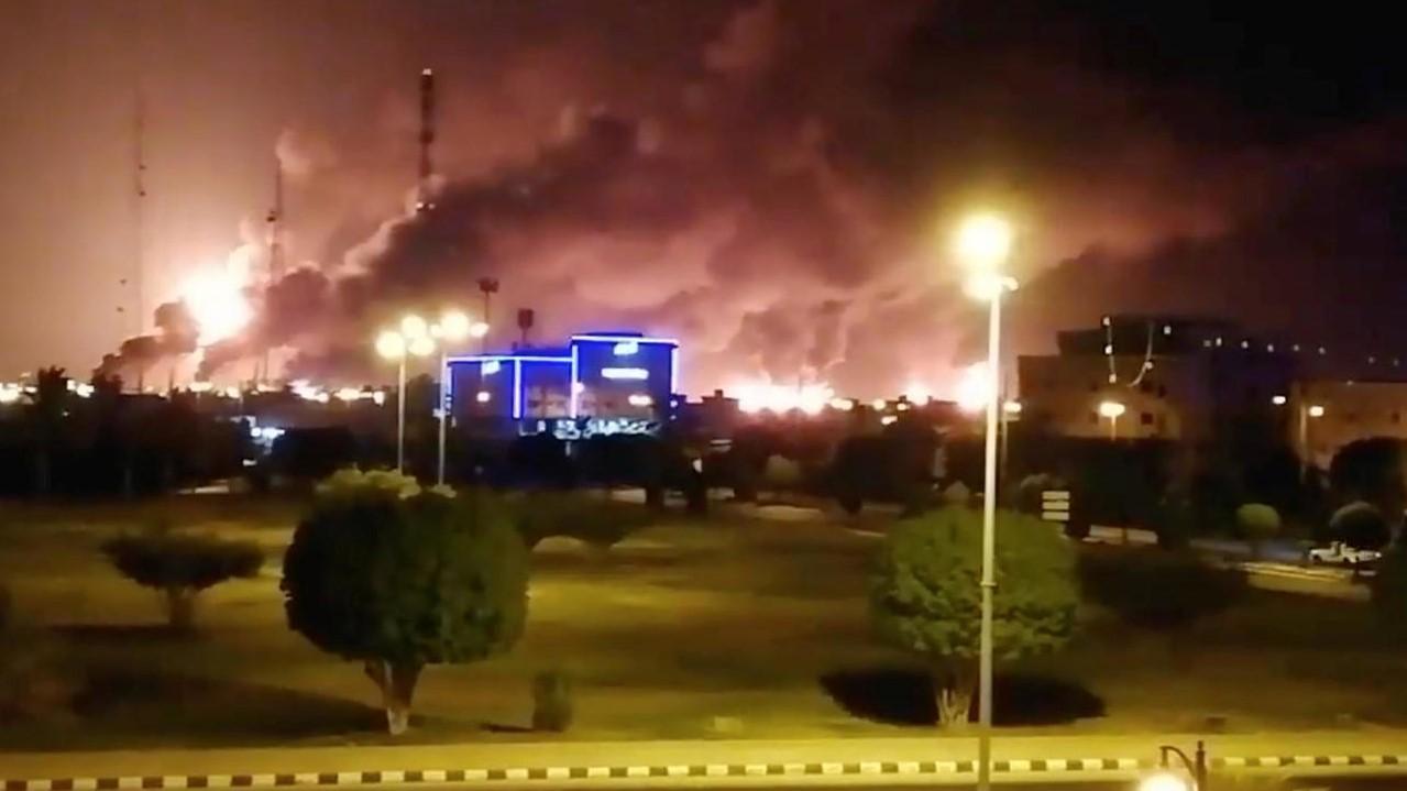 السعودية نيوز |  هجوم بطائرات مسيرة يؤدي لاندلاع النار في مصفاة الرياض لتكرير النفط