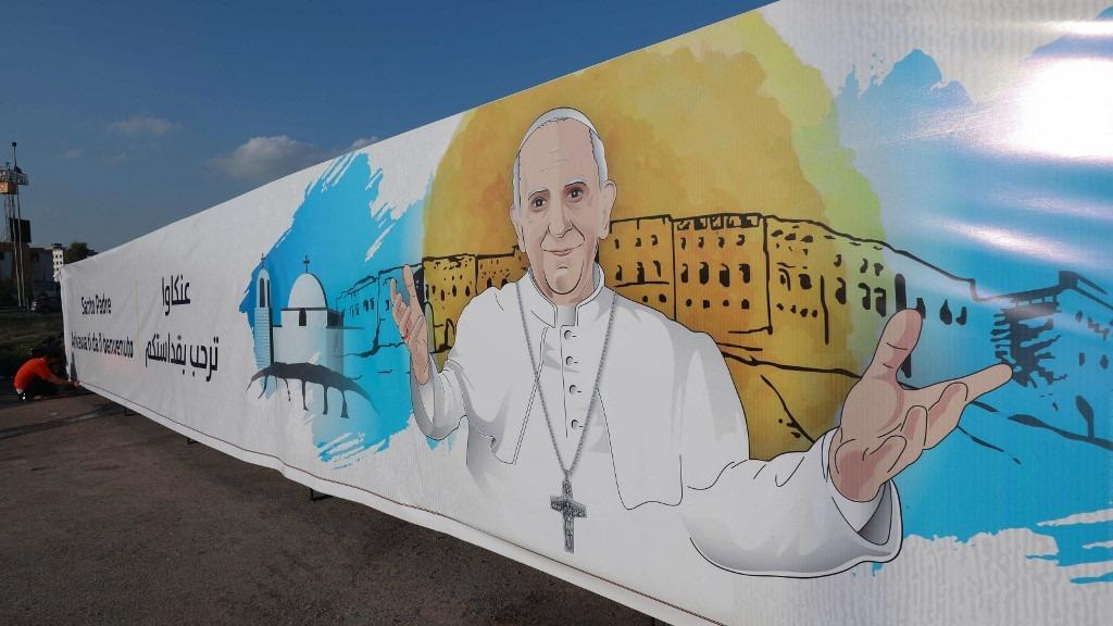 جداريات في شوارع بغداد ترحب بالبابا قبيل وصوله الى بغداد الجمعة