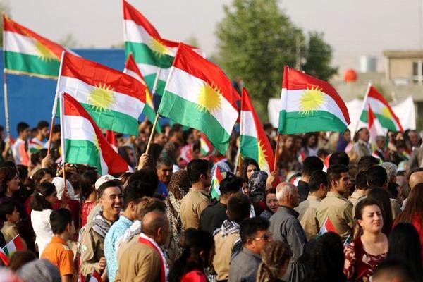 اكراد امام احد مراكز الاقتراع للاستفتاء بكردستان العراق