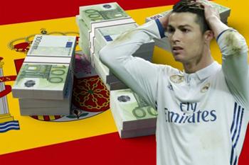 كريستيانو رونالدو نجم نادي ريال مدريد يرغب في الرحيل عن إسبانيا بعد أزمة الضرائب التي طرأت مؤخراً في حياته