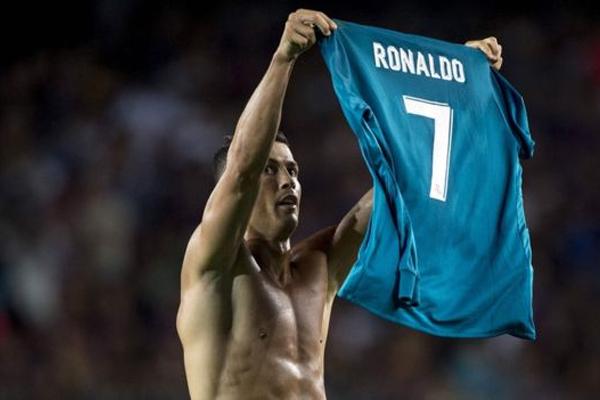 تلقى رونالدو إنذارين وطُرد من المباراة