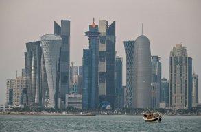 قطر تسعى لتوفير لقاح كوفيد-19 لكافة القادمين الى مونديال 2022