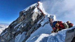 قمة إيفرست في النيبال تستعد لوفود المتسلقين