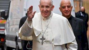 البابا فرنسيس يحيي قداساً مع سجناء ولاجئين في روما