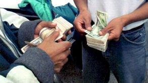 برلمان الإكوادور يتبنى قانونا يكرس ربط الاقتصاد بالدولار