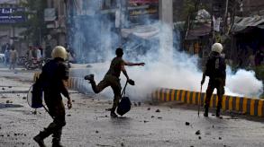 متظاهرون مناهضون لفرنسا يحتجزون سبعة عناصر أمن باكستانيين رهائن