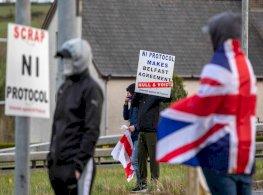 جونسون يهدد بتمزيق أجزاء من بروتوكول إيرلندا