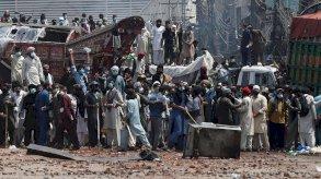 برلمان باكستان يرجئ النظر في طلب طرد السفير الفرنسي